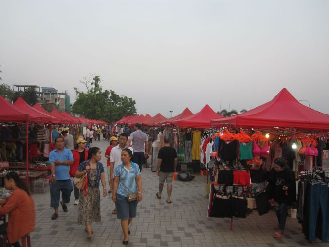 Nattmarknaden i Vientiane! The night market in Vientiane!