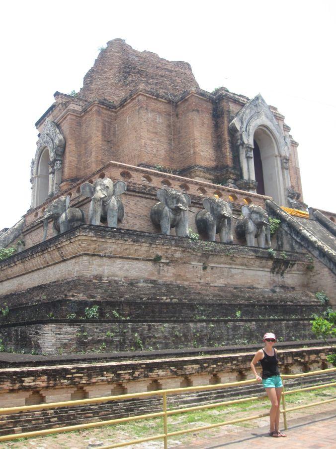 Ulrika framför Wat Chedi Luang! Ulrika in front of Wat Chedi Luang!