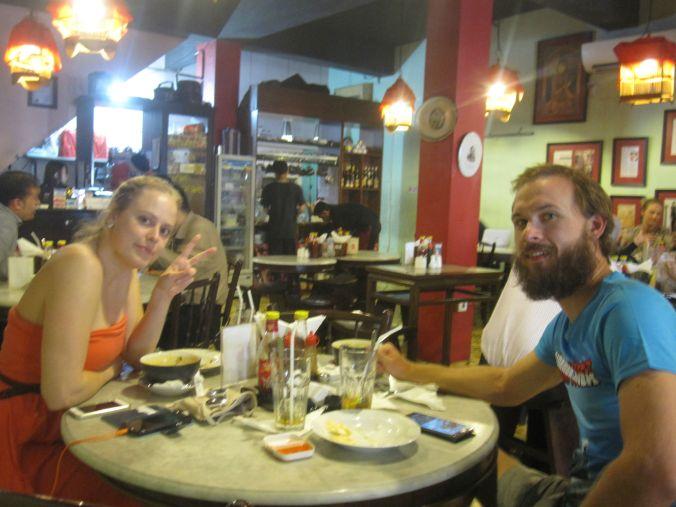 Äta lunch på bästa restaurangen som vi hittade i Jakarta! Eat lunch at the best restaurant that we found in Jakarta!