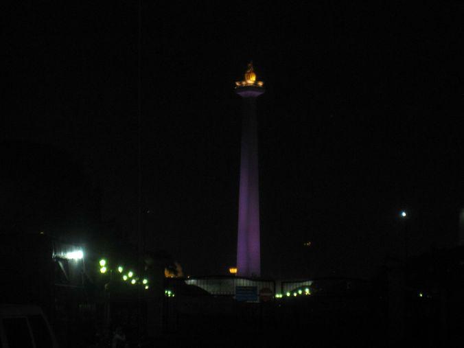 Nationalmonumentet som är upplyst på kvällen. Väldigt fint! The National Monument, which is illuminated at night. Very nice!