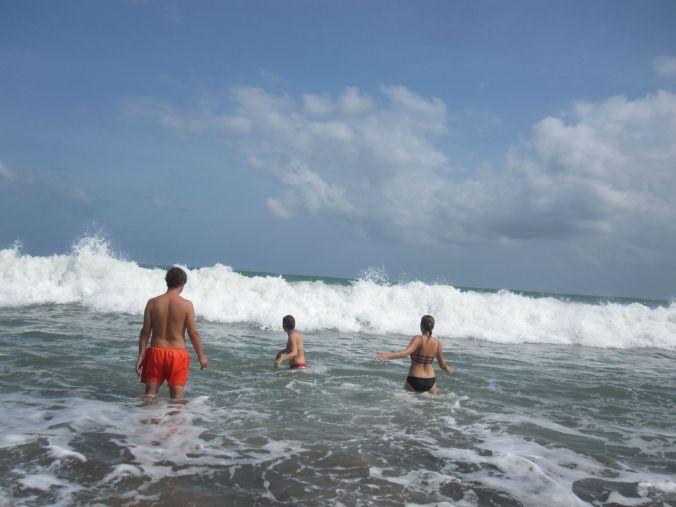 Där föräldrar lekte med vågorna istället! Where the parents were playing with the waves instead!
