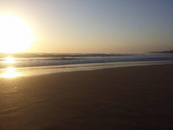 Utsikt över solnedgången vid en av våra löpturer på stranden! Vågorna är mäktiga! View of the sunset while jogging on the beach! The waves are powerful!