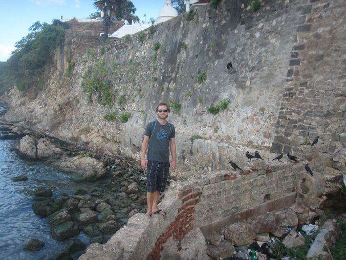 Vi utforskade Trincomalee och hittade stället där kråkorna hänger! We explored Trincomalee and found the place where the crows hangs out!