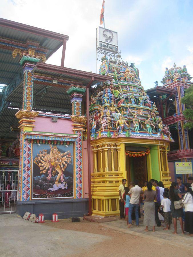 Ingången till Koneswaramtemplet! The entrance to the Koneswaram temple!