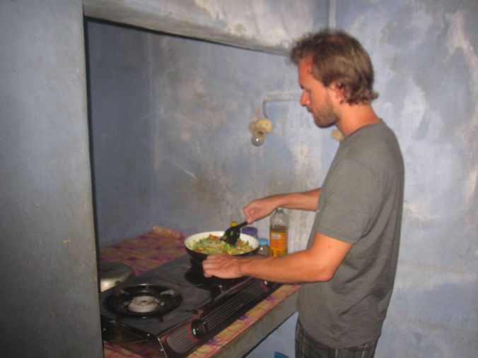 Pontus lagar mat till oss! Pontus is cooking food for us!