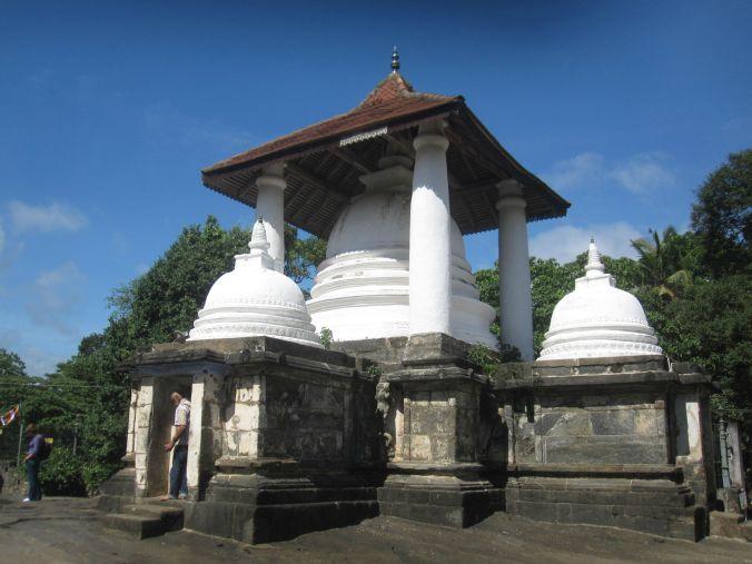 Gadaladeniyateplet byggdes år 1344! The Gadaladeniya temple was built the year1344!