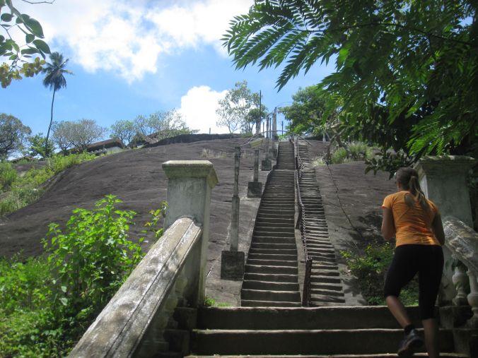 Många trappor för att komma till tempel nr 2 för dagen! Many stairs to climb to reach Temple No. 2 or the day!