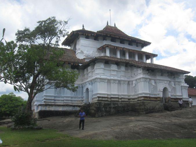 Lankathilakatemplet byggdes också år 1344! The Lankathilaka temple was also built the year 1344!