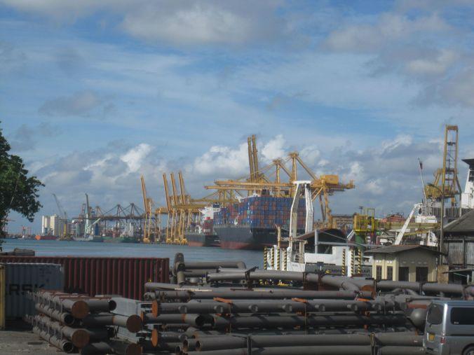 Hamnen i Colombo! The port of Colombo!