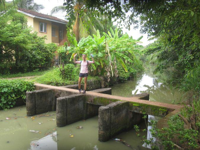 Utforskar byn i HIkkaduwa! Exploring the HIkkaduwa village!