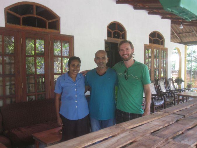 Rashika med fru som vi fick nöjet att bo hemma hos i Negombo! Supertrevlig familj! Rashika with wife that we had the pleasure to live with in Negombo! Super nice family!
