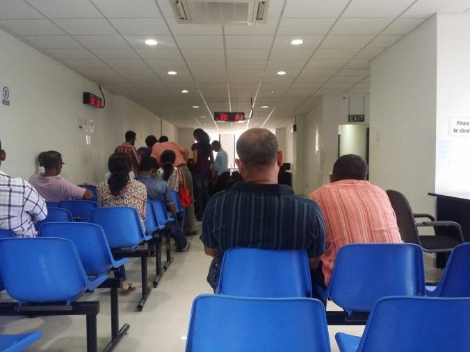 Väntar på vår tur under VISA-ansökningsprocessen! Waiting for our turn in the VISA application process!