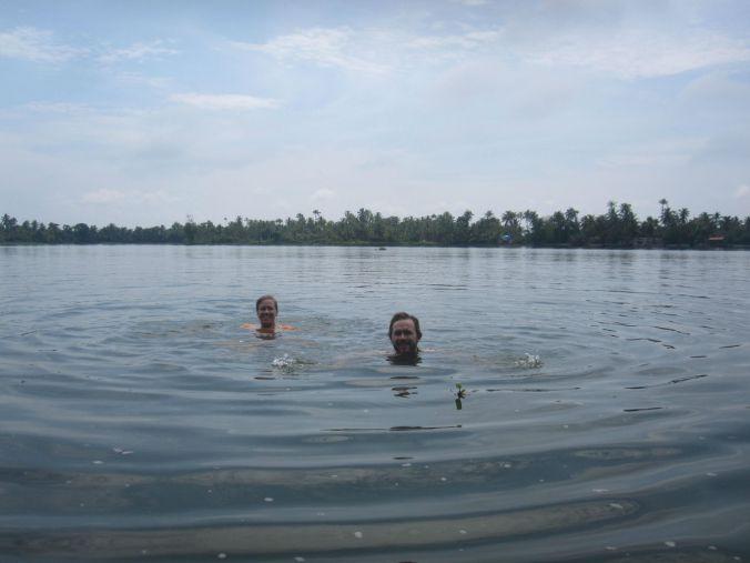 Vårat första doppet i Indien! Our first dip in India!