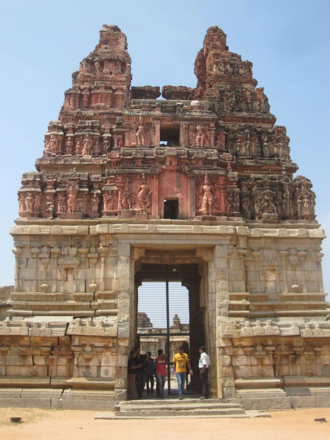 Ingången till Vittala templet! The entrance to the Vittala temple!