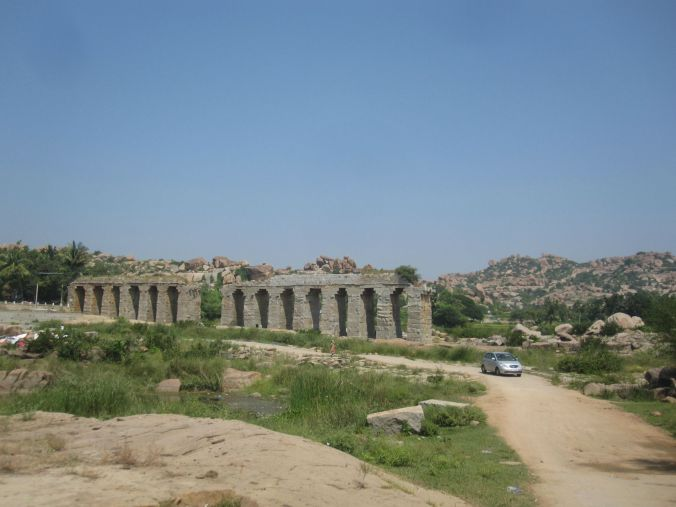 En glimt av akveduktsystemen i forna Hampi! A glimpse of the aqueduct systems in the ancient Hampi!