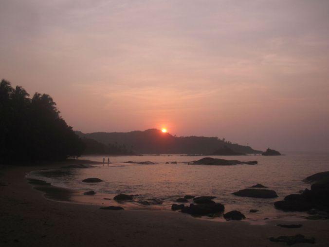 Väldigt vacker soluppgång som vi fick bevittna då vi kom till Om beach halv fem på morgonen. We got to witness a beautiful sunrise because we arrived at Om beach about half past four in the morning.