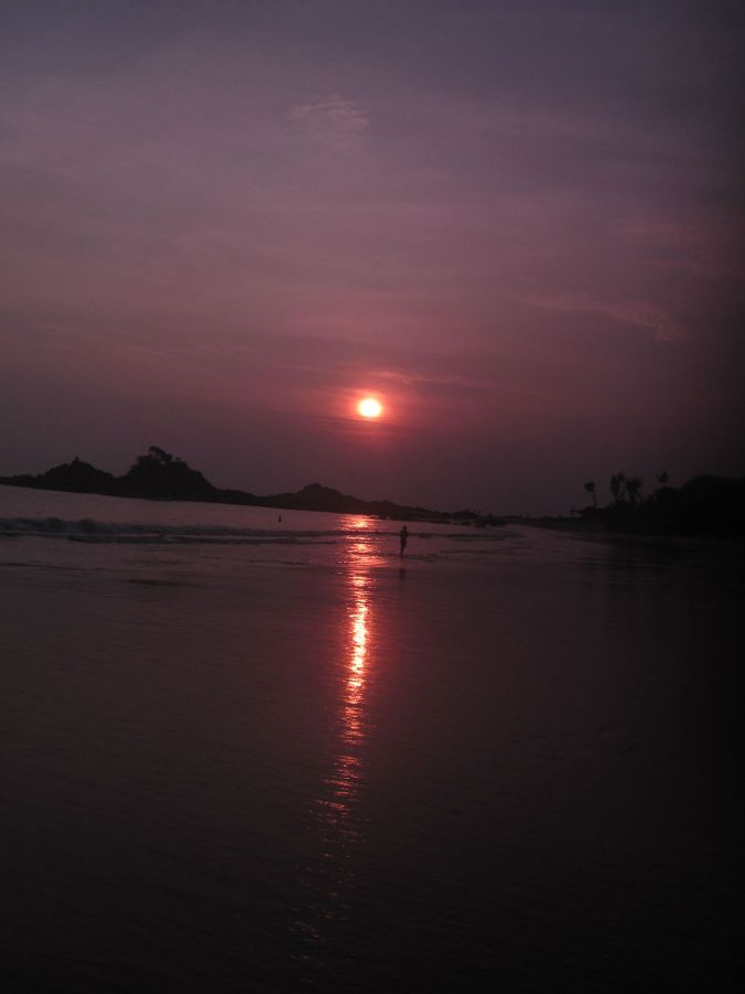 Solen gick ned lagom till att vi lämnade Gokarna! The sun went down just before we left the Gokarna!