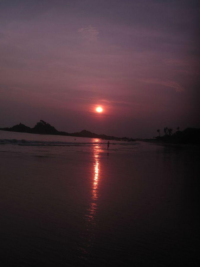 Solen gick ned lagom till att vi lämnade Gokarna! The sun went down just before we left the Gokarna!