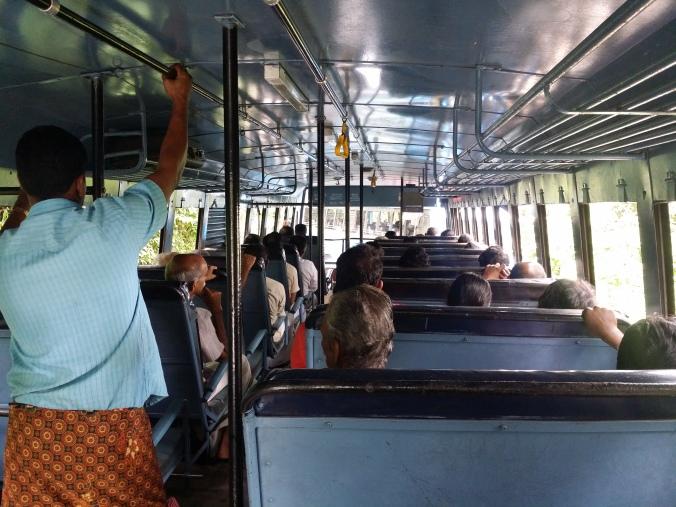 Det är superenkelt att åka med lokaltrafiken i Indien! It's super easy to go with public transport in India!