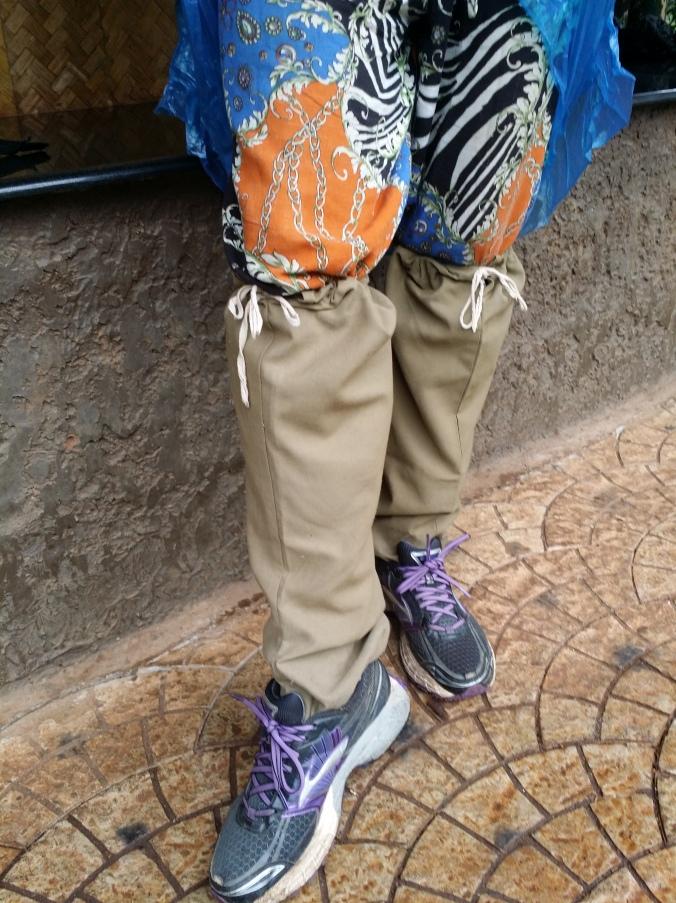 Snygga strumpor som skyddade mot det vanligaste djuret i nationalparken, blodiglarna... Stylish socks that protected against the most common animal in the national park, the leeches ...