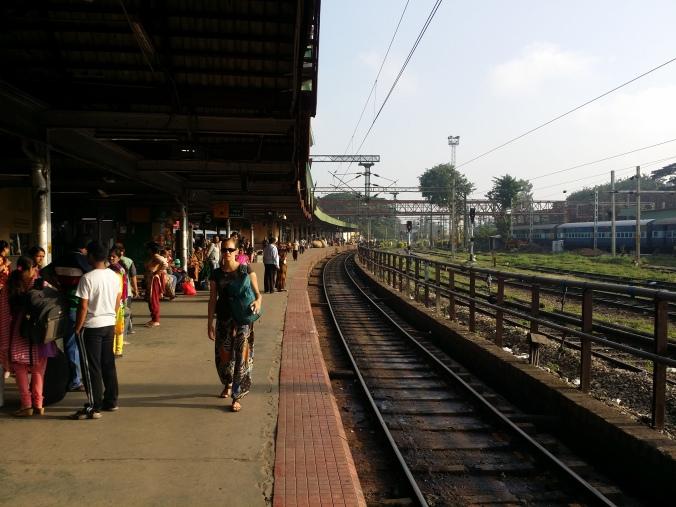 I väntan på morgontåget mot Hospet! Waiting for the morning train to Hospet!