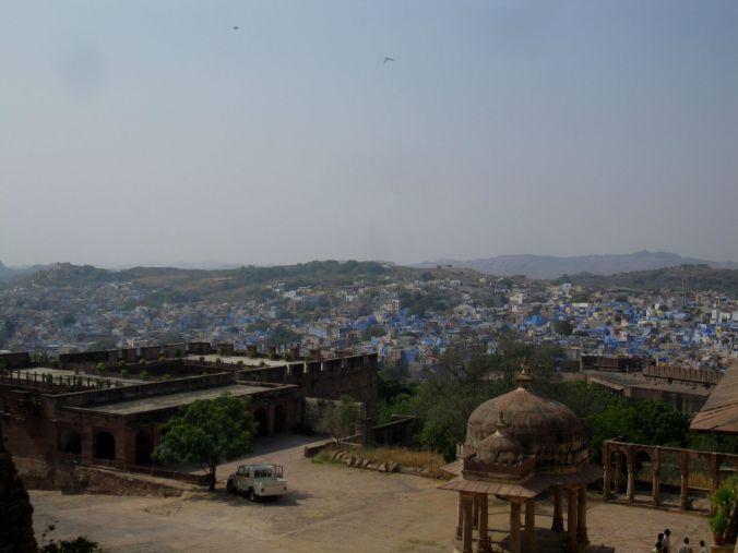 I den norra delen av Jodhpur kan man få denna vy utav staden, som med rätta kallas den blå staden! You get this view of Jodhpur looking at the part north of he city, which is rightly called the blue city!