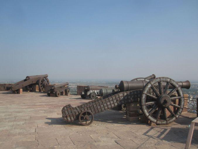 Kanonerna som användes för att vakta fortet och som oftast var krigsbyte från andra länders försvar! The cannons that were used to guard the fort and which were often looted from other countries defense!