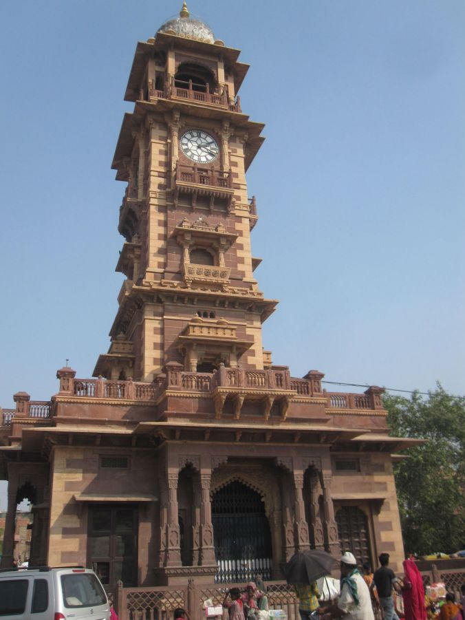 Klocktornet Ghanta Ghar som utgör mittpunkten på Sardarmarknaden i Jodhpur! The Ghanta Ghar Clock Tower which forms the centerpiece of the Sardar market in Jodhpur!