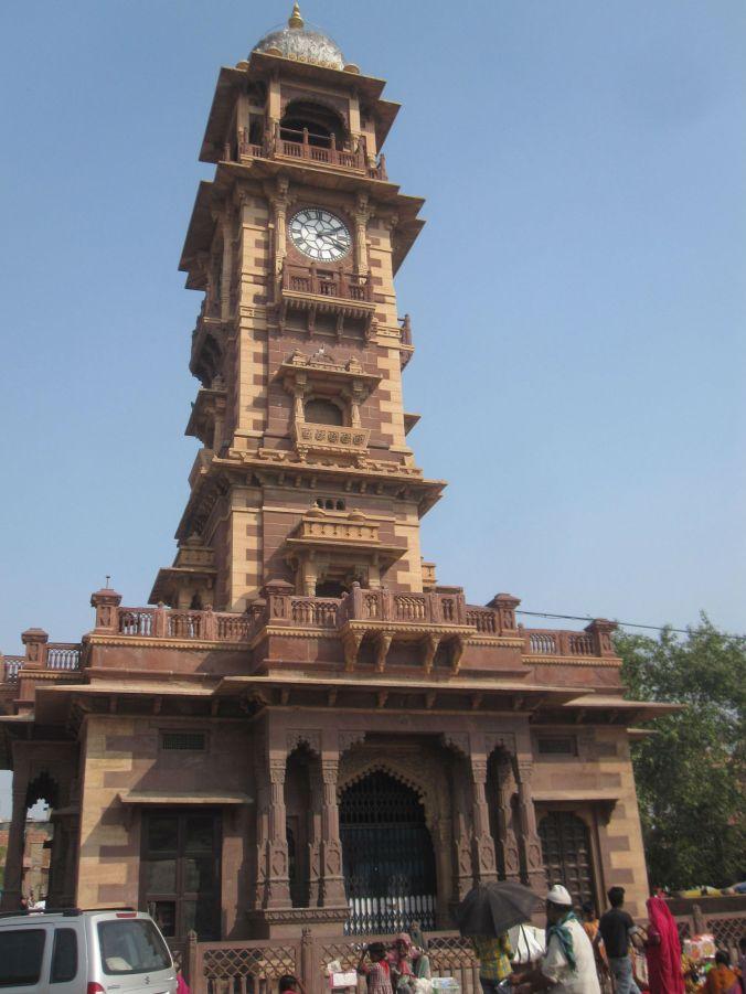 Klocktornet Ghanta Ghar som utgör mittpunkten på Sardarmarknaden i Jodhpur! The Ghanta Ghar Clock Tower which forms the centerpiece of the Sardar market in Jodhpur!