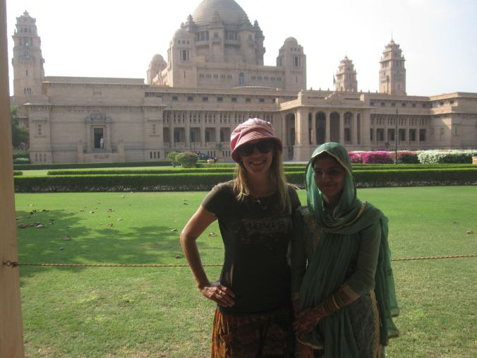 Det är många som velat ta foto på Ulrika i Indien. Den här gången gjorde vi en deal, så båda kvinnorna ställde upp på bild tillsammans! There are many who have wanted to take photos of Ulrika in India. This time we made a deal, so both women posed together for a photo!