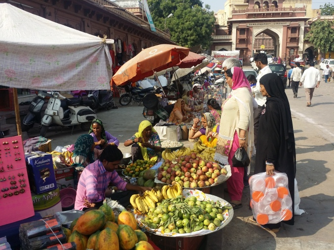 Fruktmarknaden! The fruit market!
