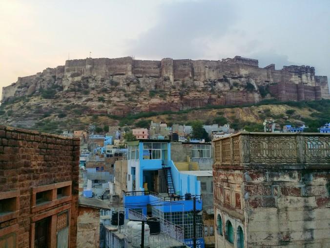 Vy över fort Mehrangarh och vårt vackra Jodhpur! View of fort Mehrangarh and our beautiful Jodhpur!