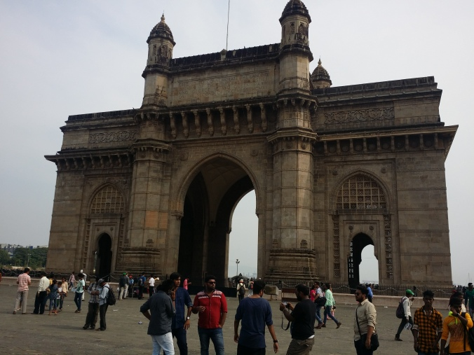 Porten till Indien! Här har det också varit flera terroristattacker, så säkerheten är rätt så hög för att komma ut till monumentet! The Gateway of India! There have also been several terrorist attacks here, so the security is pretty high to get out to the monument!