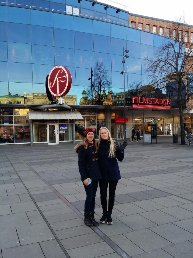 På torget i Gävle med biografen i bakgrunden! The square in Gävle with the cinema in the background!