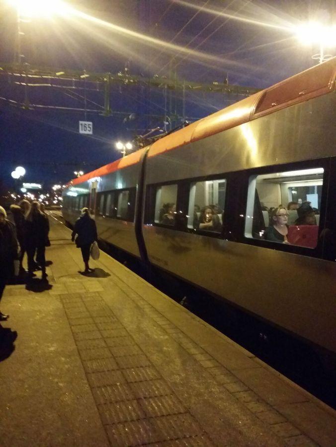 Tog eftermiddagståget ned mot Stockholm och det var redan mörkt! Took the afternoon train down to Stockholm and it was already dark!