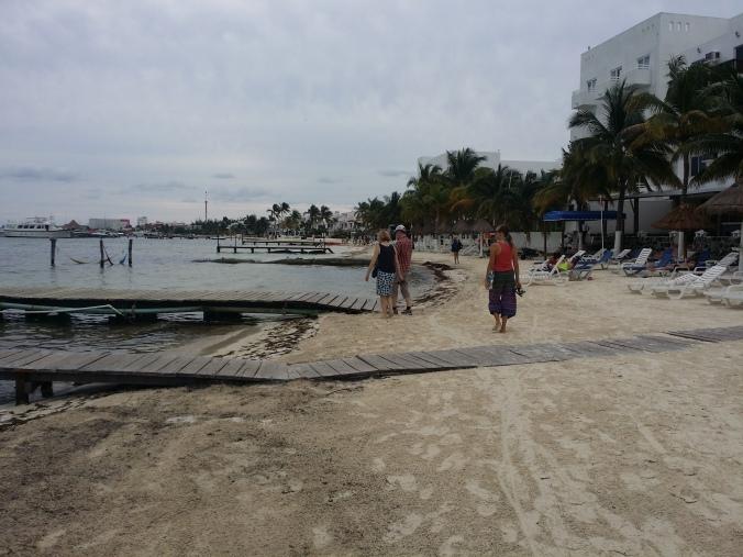 Lite molnigt under första dagen när vi utforskade norra stranden i Cancún! A little cloudy during our first day when we explored the northern beach in Cancún!