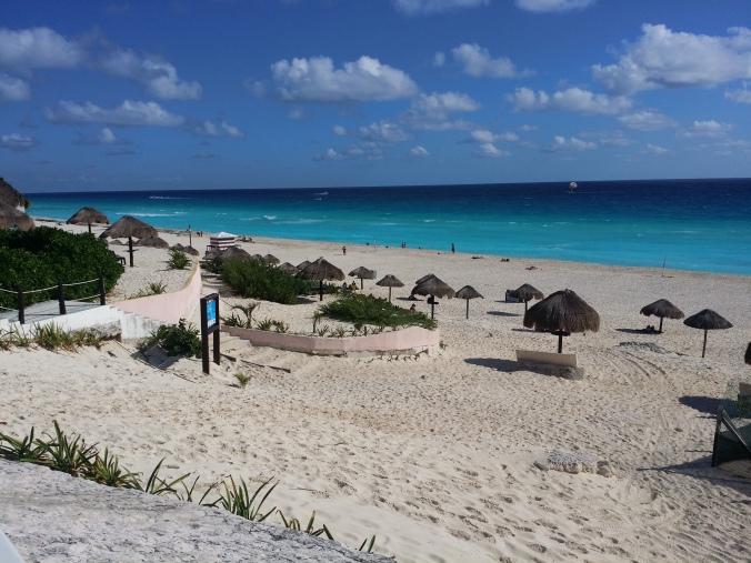 Alla turister häckade vid resorten så det var lugnt och vackert för oss vid playa delfines! All tourists were sitting at the resorts so it was quiet and beautiful for us at Playa Delfines!