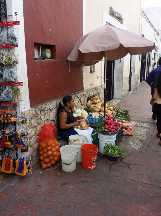 Gatuförsäljning av grönsaker! Street sale of vegetables!