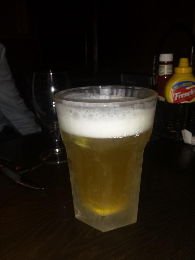 Kågis beställde en jätteöl :) Kågis ordered a giant beer :)