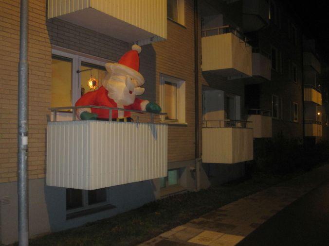 Årets juldekoration hittade vi utanför flamman! We found this year's Christmas decoration outside flamman!