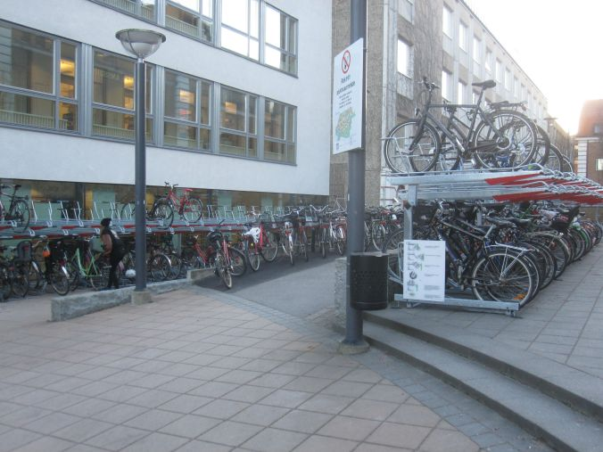 I Linköping cyklar man! You bicycle in Linköping!