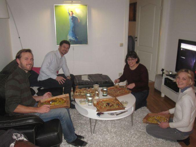 Sista kvällen hängde vi med Anna, Martin och Linda med pizza, prat och mys! Last evening, we hung out with Anna, Martin and Linda with pizza, talk and snuggle!