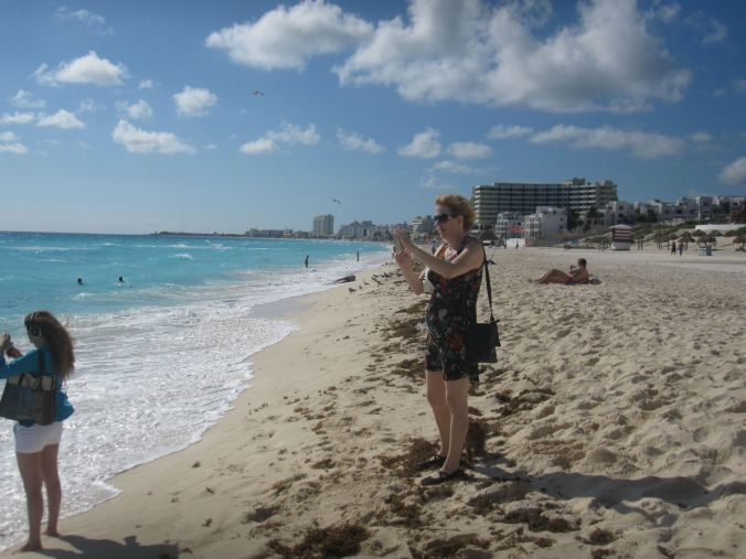 Mammarazzi på stranden! Mamarazzi on the beach!