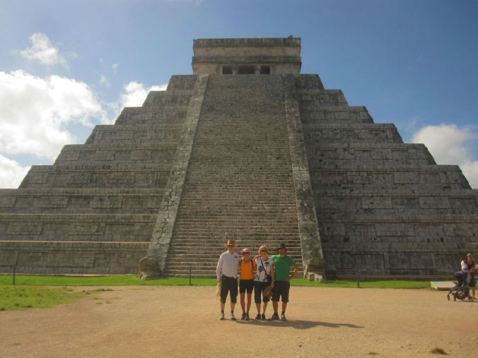 Nu är vi i Mexiko och kollar in mayaruiner! Now we are in Mexico and are exploring the Mayan ruins!