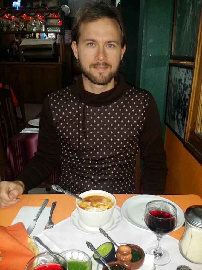 Vi hittade en jättemysig liten restaurang där vi åt trerättersmiddag och drack mexikanskt rödvin för 45 kr per person! We found a cozy little restaurant where we ate a three-course dinner and drank Mexican red wine for 4.8 Euro per person!