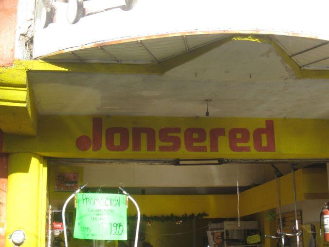 Hittade lite svenskamärkes-butiker! Found some Swedish brand stores!