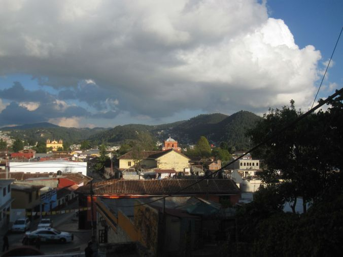 Det är inte mycket luft mellan San Cristobal de las Casas och molnen! There is not much air between San Cristobal de las Casas and the clouds!